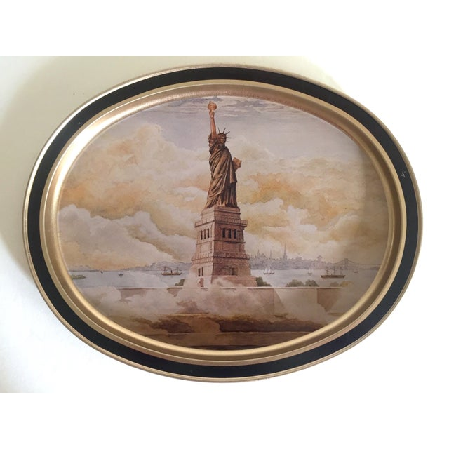 "Gold Vintage 1985 "" Statue of Liberty "" Collector's Limited Edition Lithograph Sunshine Biscuit Oval Tin Serving Tray For Sale - Image 8 of 9"