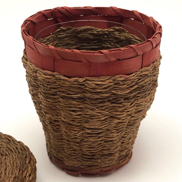 20th Century Primitive Wabanaki Sweetgrass and Dyed Ash Splint Lidded Basket For Sale In Boston - Image 6 of 13