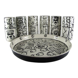 Studio Art Pottery Tumblers & Tray Set, Reggae, Pop Art, Black & White - Set of 6 For Sale