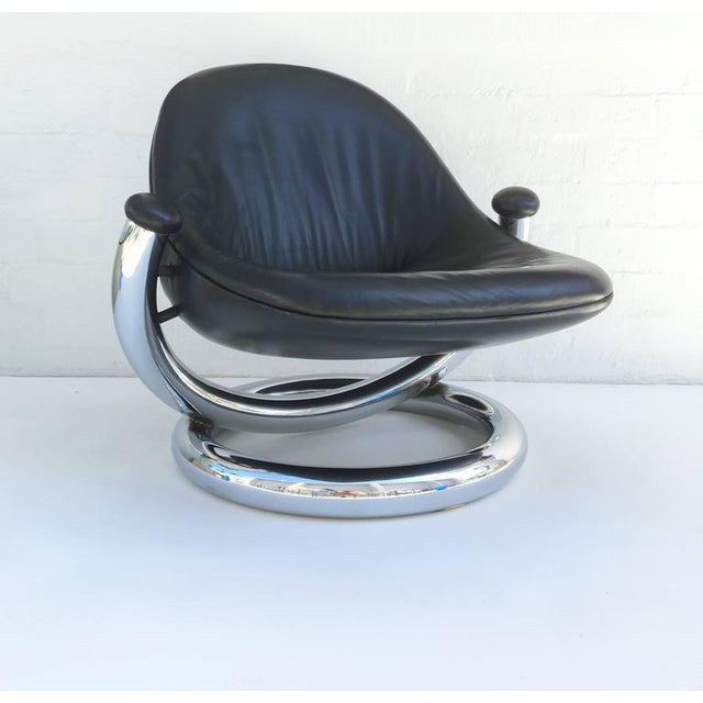 An amazing and rare chrome and black leather Anaconda lounge chair by Paul Tuttle. Designed in 1971. The seat is all...