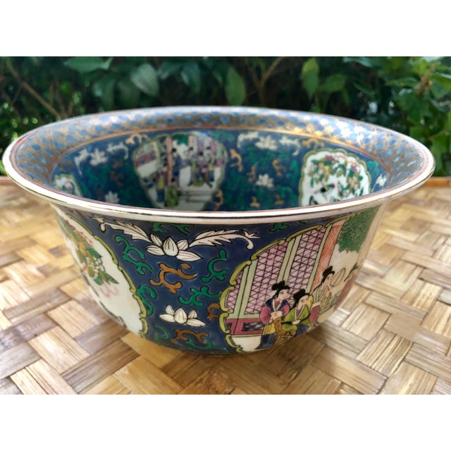 20th Century Chinese Hand Painted and Gilt Rose Medallion Bowl in Blue For Sale - Image 4 of 13