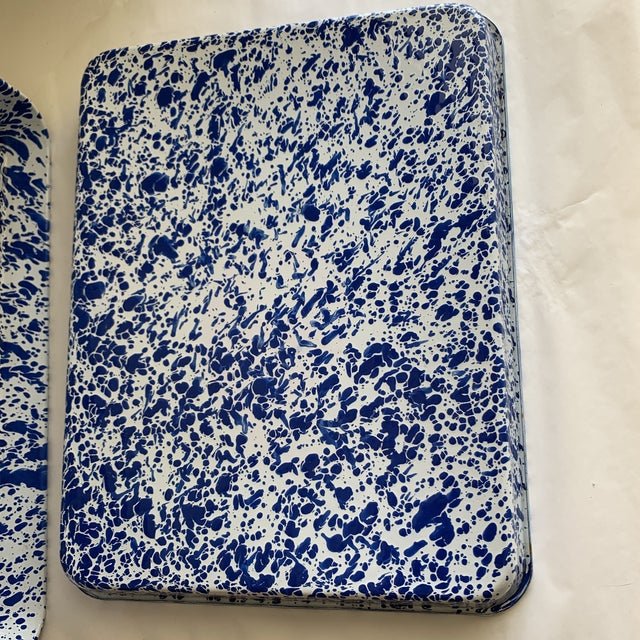 Splatterware Enamel Metal Trays -Set of Two For Sale In Los Angeles - Image 6 of 10