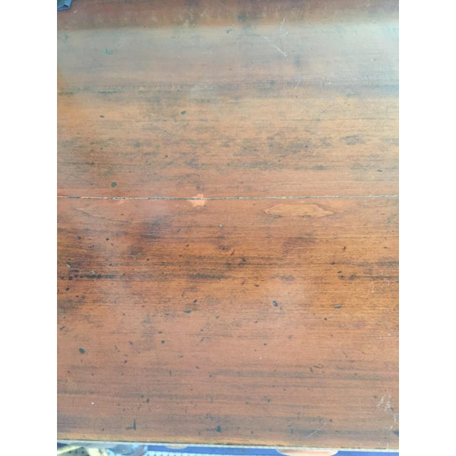Antique Federal Style Chest of Drawers in Cherry For Sale In Saint Louis - Image 6 of 8