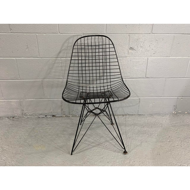 Originally designed in 1951, this is a fine early example of Charles Eames' DKR Eiffel chair for Herman Miller. This...