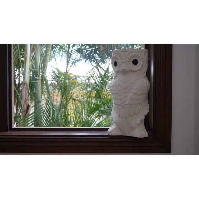 1980s Art Deco White Ceramic Owl Vase - Image 4 of 5