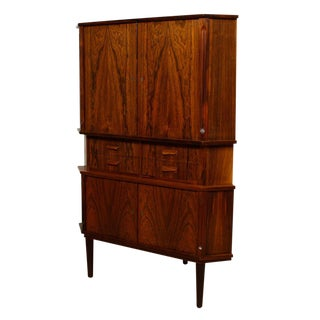Danish Modern Corner Storage / Bar Cabinet in Rosewood For Sale