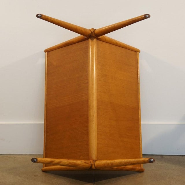 1950s T.H.Robsjohns Gibbings for Widdicomb Walnut & Maple Magazine Table For Sale - Image 5 of 7