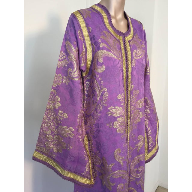 Fabric 1970s Lavender and Gold Brocade Maxi Dress Caftan, Evening Gown Kaftan For Sale - Image 7 of 10