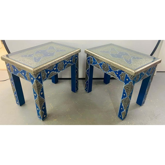 Hollywood Regency Style Moroccan Brass Blue Rectangular Side or End Table, Pair For Sale - Image 4 of 13