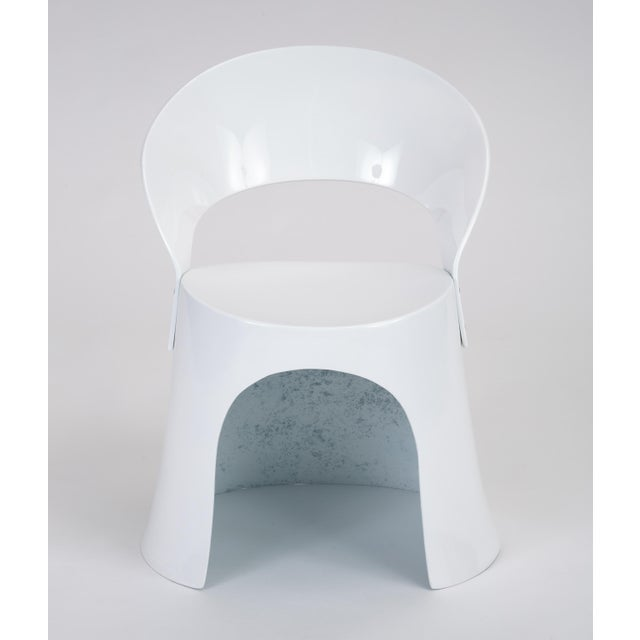 A single white fiberglass side chair by Nanna Ditzel for Odense Maskinsnedkeri. The Model 5301-2 was produced for retail...