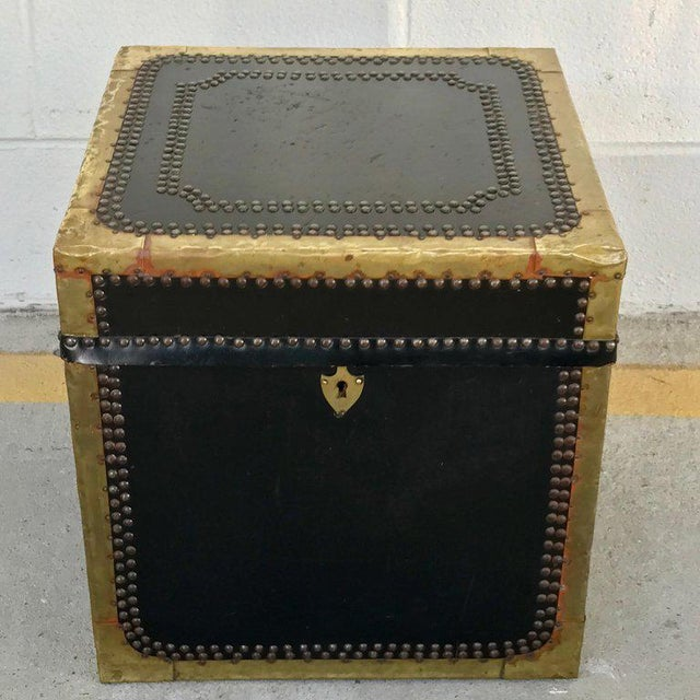 Hollywood Regency Regency Style Brass-Mounted Leather Cube Trunk For Sale - Image 3 of 10