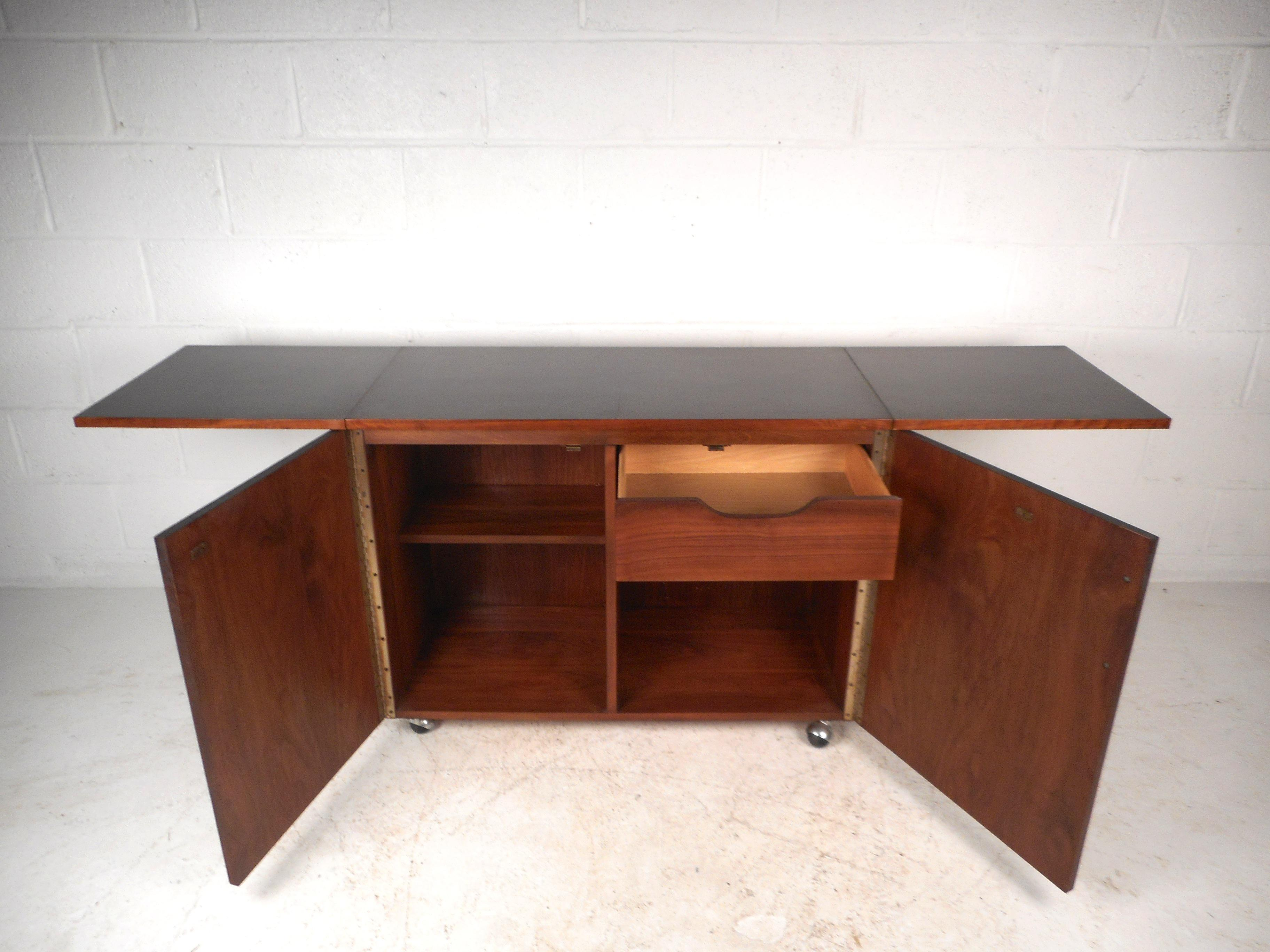 Etonnant Mid Century Modern Rosewood And Walnut Flip Top Bar By Lane Furniture    Image 4