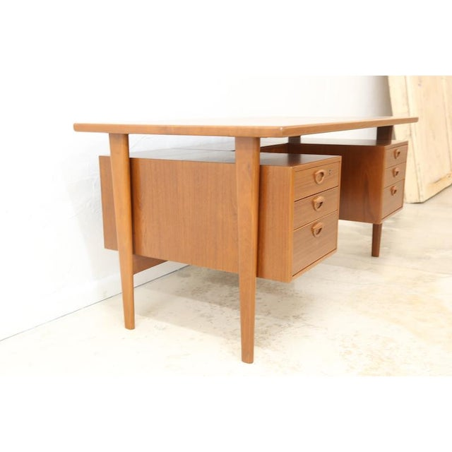 Feldballes Møbelfabrik Danish Executive Floating Drawer Desk by Kai Kristiansen For Sale - Image 4 of 5