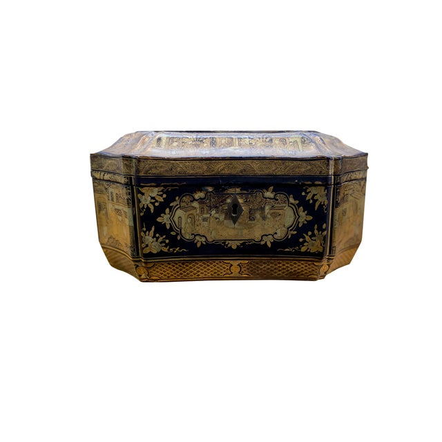 Chinoiserie Early 20th Century Chinoiserie Black and Gilt Lacquered Box For Sale - Image 3 of 9