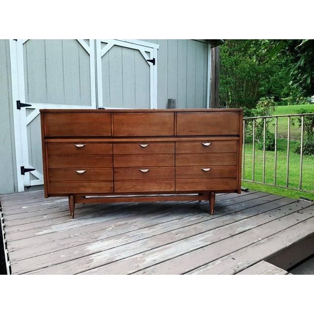 Mid 20th Century Mid Century Modern Hooker Mainline 9 Drawer Walnut Dresser With Mirror For Sale - Image 5 of 13