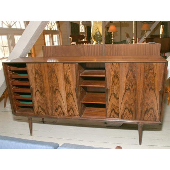 Handsome and useful Danish Modern sideboard in beautifully figured rosewood. It has great capacity with easy opening...
