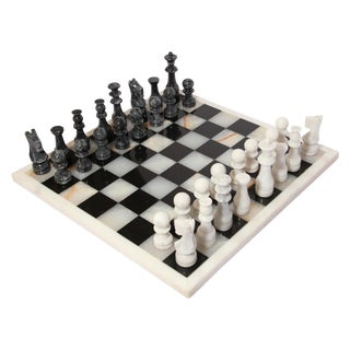 Vintage Marble Chess Board With Hand Carved Black and White Onyx Chess Pieces For Sale