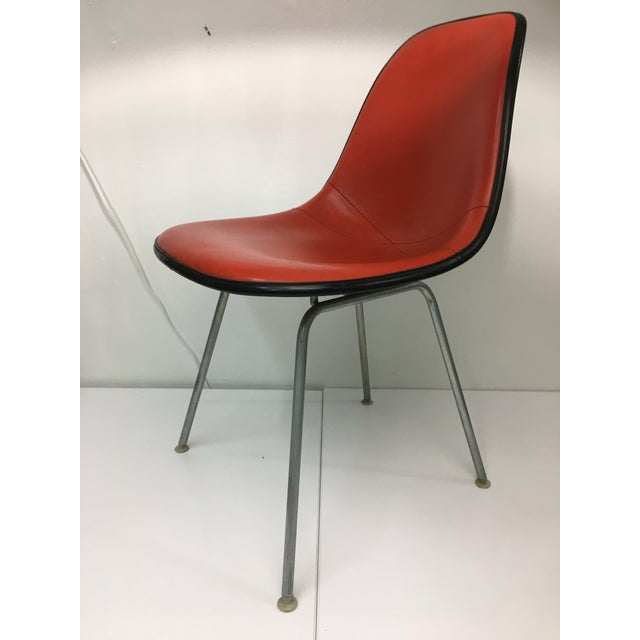 Authentic from the mid-century era, this classic Eames chair consists of a molded fiberglass shell on straight H-Base in...