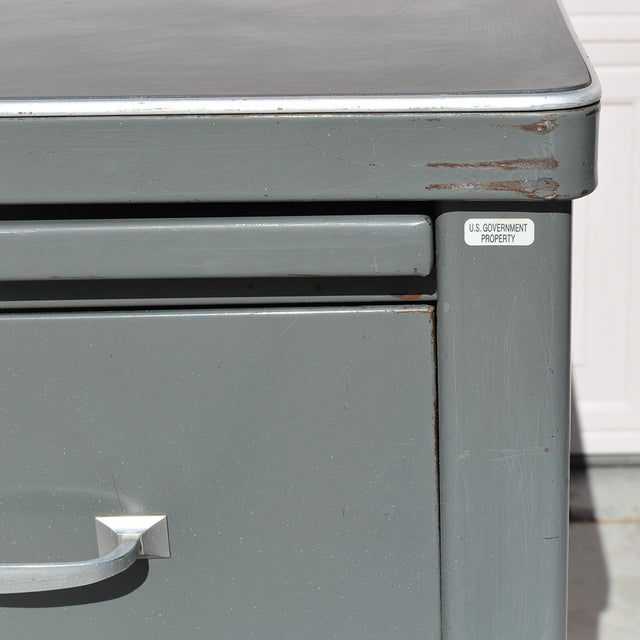 Gray 1930's Mid Century Modern Steel Tanker Desk For Sale - Image 8 of 13