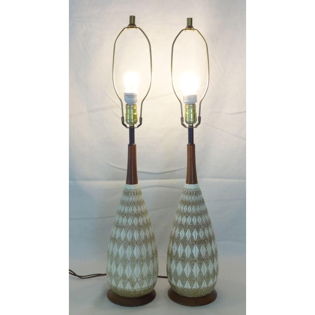 Ivory Mid-Century Textured Diamond Pattern Plaster and Teak Lamps - a Pair For Sale - Image 8 of 9
