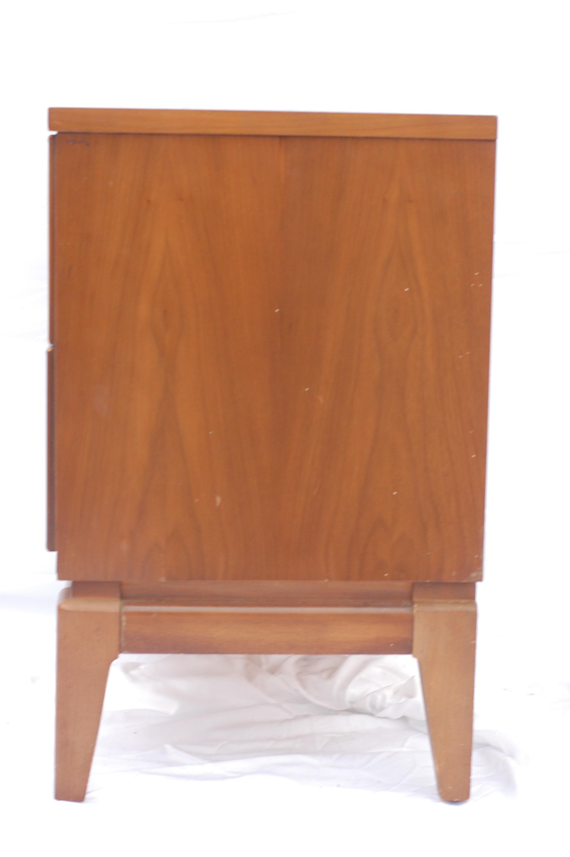 Mid Century Walnut Side Table By Dixie Furniture   Image 6 Of 8