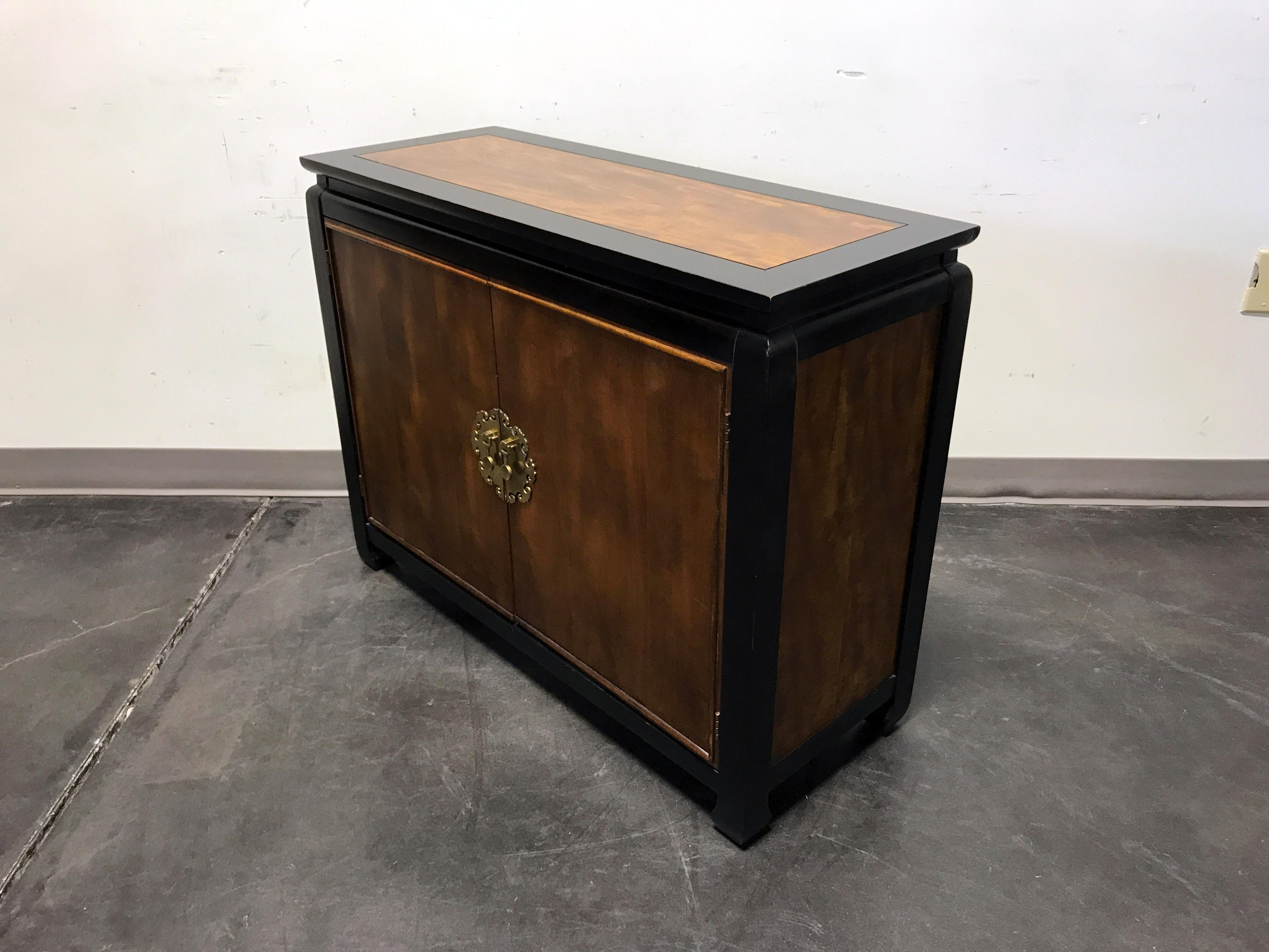 Chin Hua Style Asian Influenced Console Cabinet / Television Stand   Image  6 Of 11