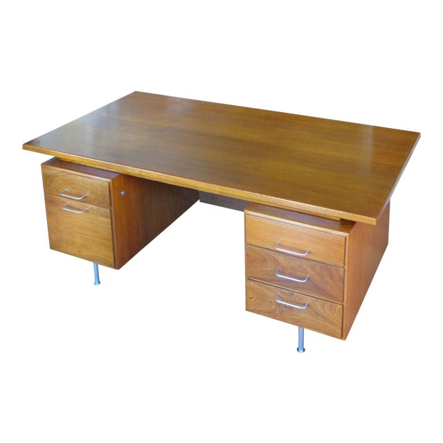 1950s Mid-Century Modern Walnut Executive Desk by Jens Risom For Sale