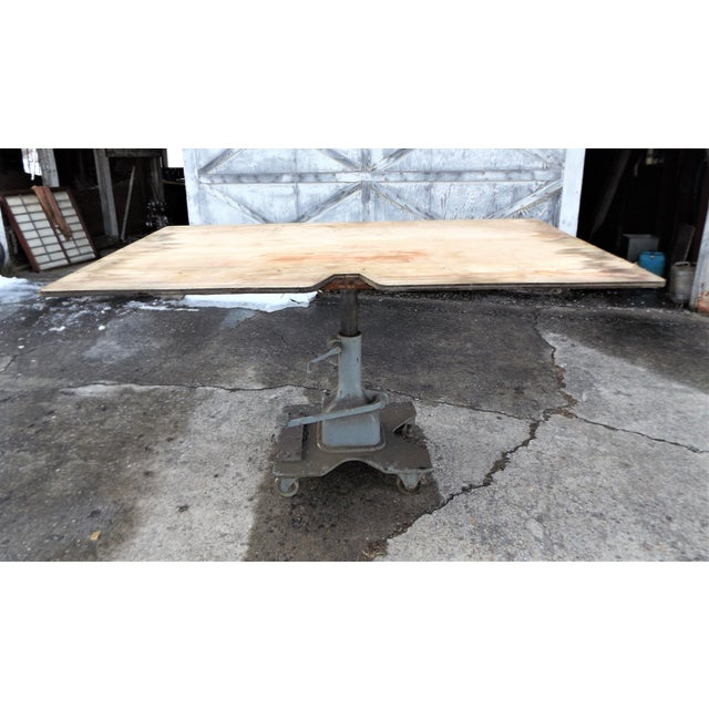 Vintage Midwest Tool & Engineering Co. Hydraulic Lift Table For Sale - Image 13 of 13