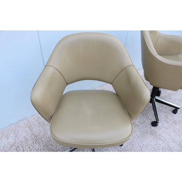 Beige Leather Knoll Eero Saarinen Executive Arm Chair For Sale - Image 9 of 13
