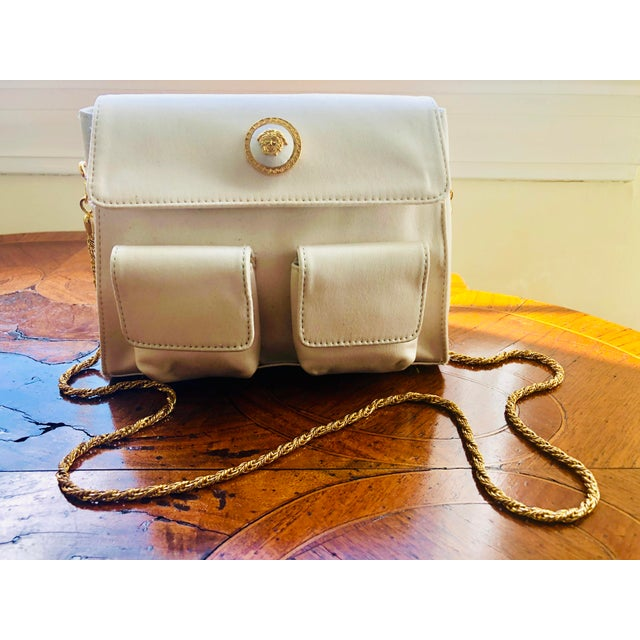 1980s Gianni Versace White Silk Medusa Purse With Gold Chain For Sale - Image 9 of 13