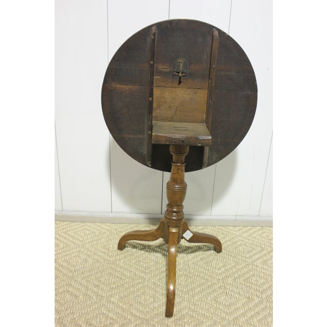 English Antique English Tradiitonal Tilt-Top Table in Oak For Sale - Image 3 of 7