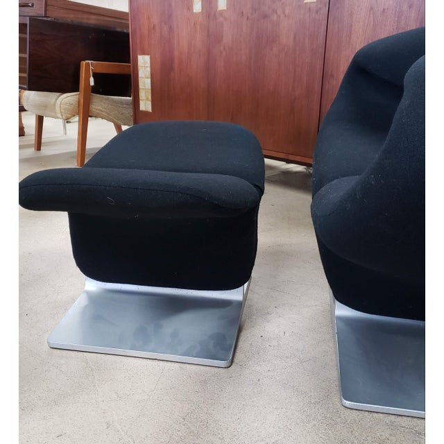 1960s 2 Vintage Black Ribbon Chairs by Pierre Paulin for Artifort W/Ottoman For Sale - Image 5 of 10