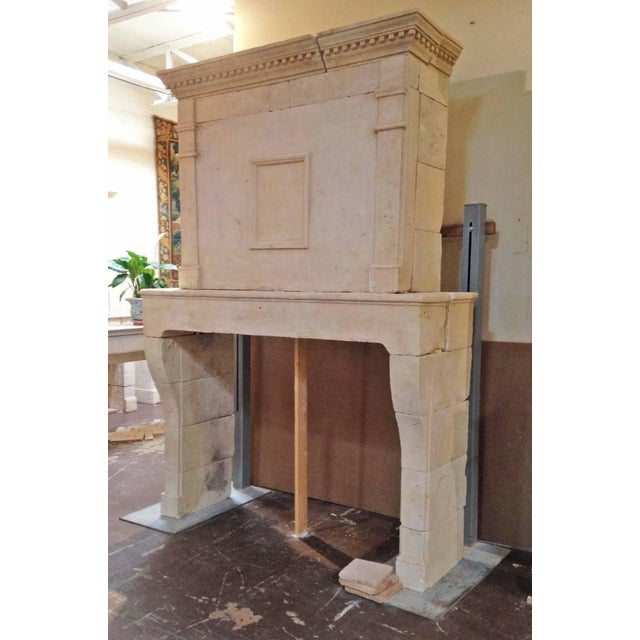 French Louis XIV Limestone Mantel, circa 1780 For Sale - Image 3 of 7