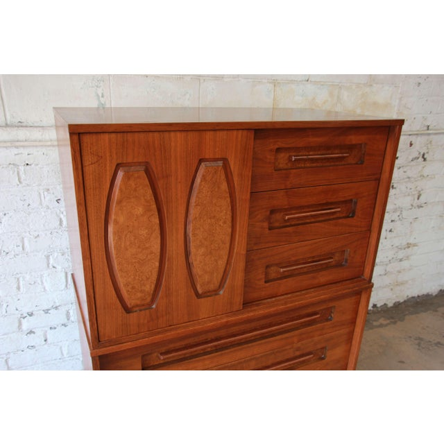 Young Manufacturing Mid-Century Modern 9-Drawer Gentleman's Chest For Sale In South Bend - Image 6 of 10