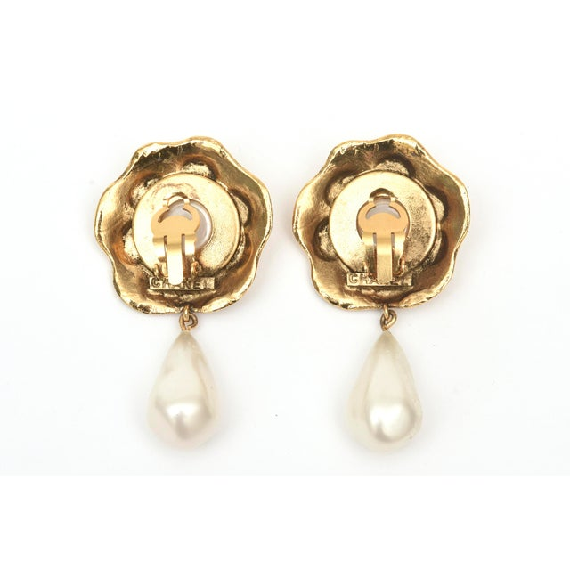 1980s Chanel Gold Plated and Faux Pearl Camelia Flower Dangle Clip on Earrings Vintage For Sale - Image 5 of 9