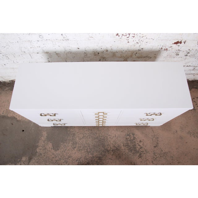 Mid-Century Modern Hollywood Regency Chinoiserie White Lacquered Twelve-Drawer Dresser or Credenza, Newly Restored For Sale In South Bend - Image 6 of 13