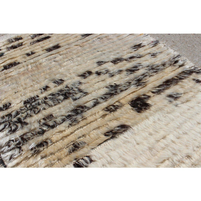Contemporary New Cream and Black Rug - 2′1″ × 3′4″ For Sale In Chicago - Image 6 of 7