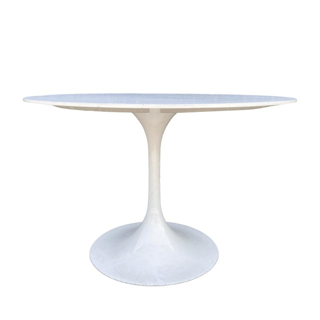 "Knoll International 43"" round white dining or breakfast table by Eero Saarinen, United States, 1970s. This design Classic..."