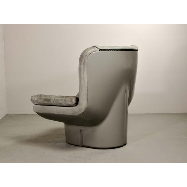 Eye-Catching Mid-Century Italian Design Grey Leather Lounge Chair by Ammanati & Vitello, 1970s For Sale - Image 6 of 12