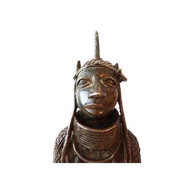 Oba Nigeria Benin Bronze Figure For Sale - Image 4 of 7