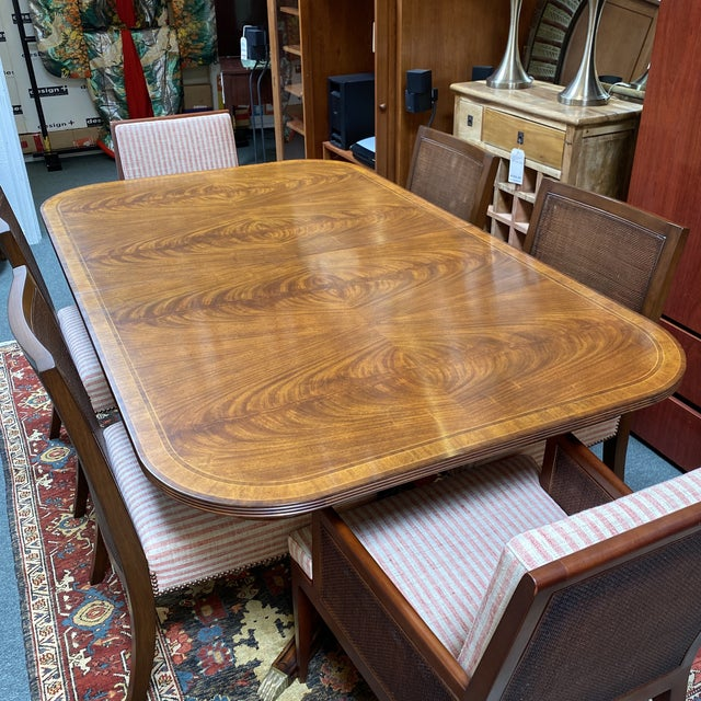 Traditional Jonathan Charles Regency Extension Table & Baker Furniture + Custom Chair Dining Set For Sale - Image 3 of 13