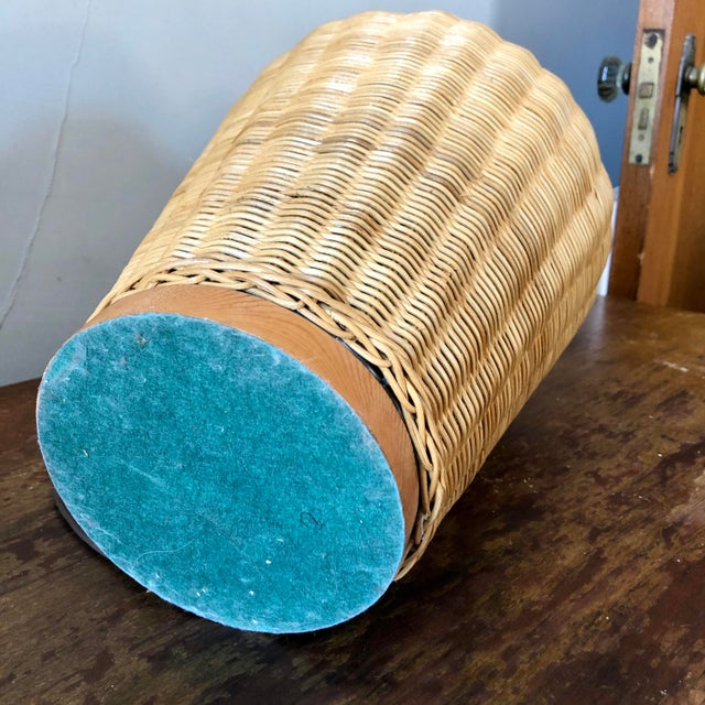 Mid-Century Modern Vintage Natural Wicker Table Lamp For Sale - Image 3 of 4