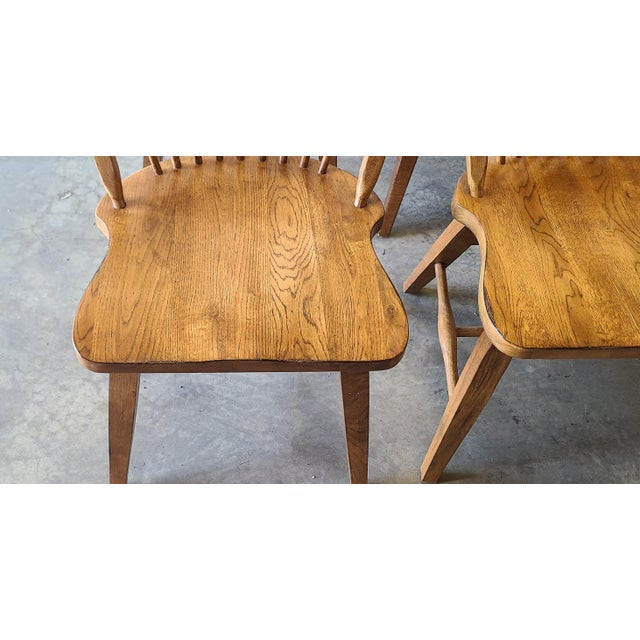 Broyhill Broyhill Furniture Attic Heirlooms Dining Kitchen Set ~ Solid Oak Table W/ 6 Windsor Side Chairs For Sale - Image 4 of 13