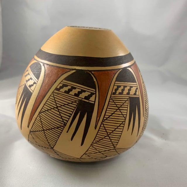 Tan Late 20th Century Miriam Nampeyo Hopi Polychrome Seed Pot For Sale - Image 8 of 9