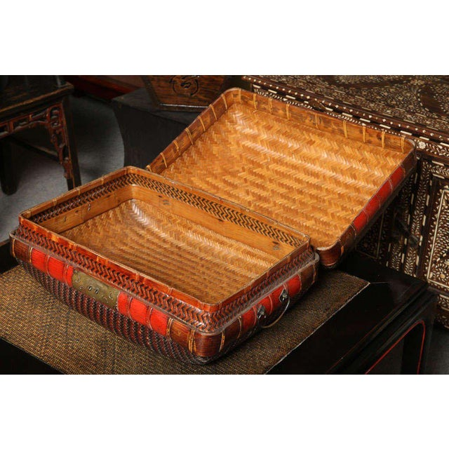 Early 20th Century Turn of the Century Chinese Woven Rattan and Bamboo Pillow Basket from Shanghai For Sale - Image 5 of 11