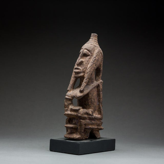 Tellem Sculpture of a Seated Woman For Sale - Image 4 of 4
