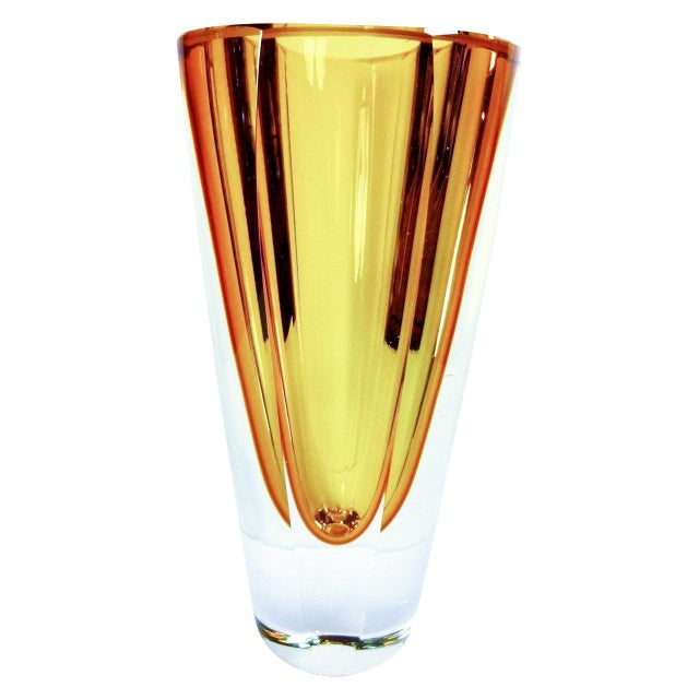 Large and heavy crystal vase in the Sommerso technique designed by Flavio Poli in a clear and gold color scheme.