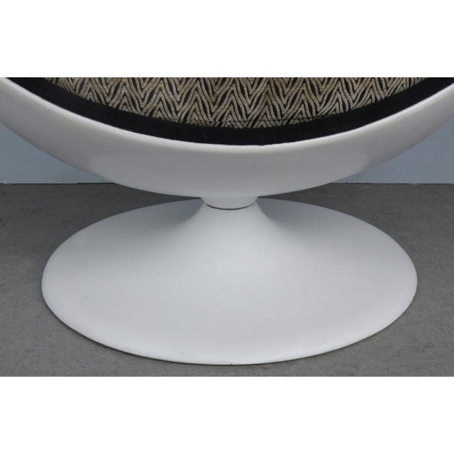 Metal Eero Aarnio Attributed Mid-Century Modern Ball Chair, Circa 1965 For Sale - Image 7 of 9