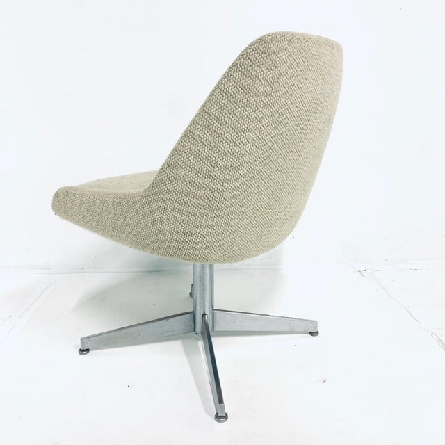 Contemporary Sculptural Mid-Century Modern Bucket Chairs on Steel Base by Steelcase - a Pair For Sale - Image 3 of 6