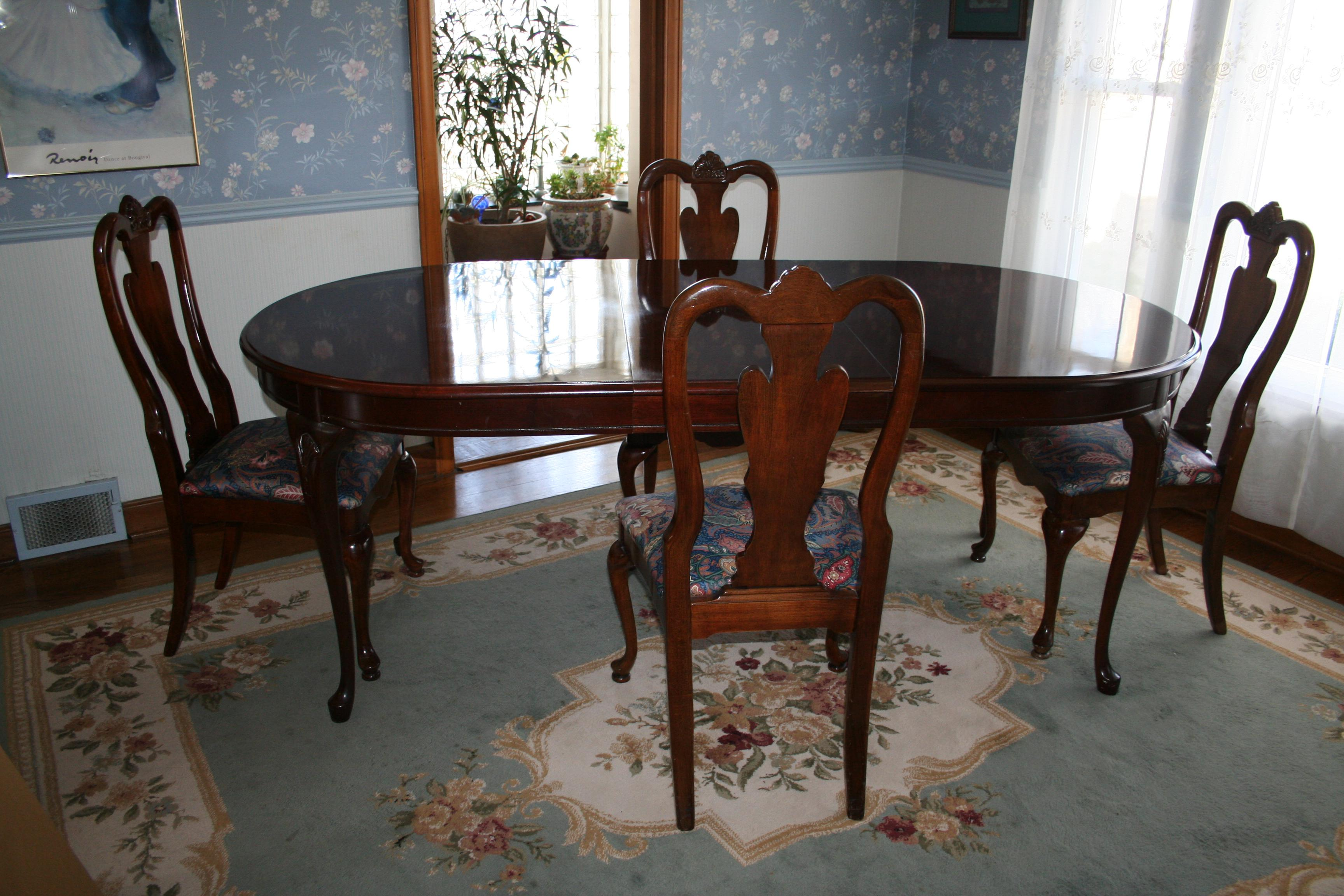 Excellent Condition Queen Anne Dining Room Table And Four Chairs By Bassett  Furniture. The Solid